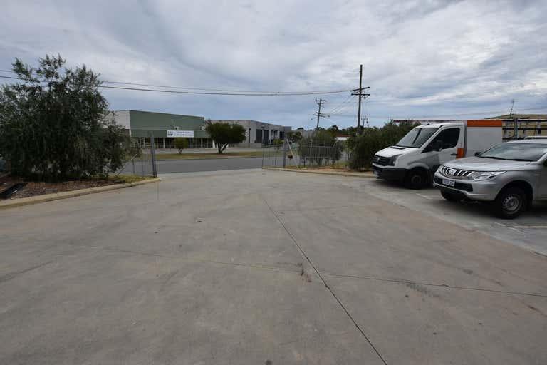 1/5 Geelong Court Bibra Lake WA 6163 - Image 3