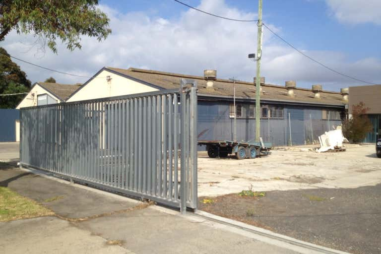 1c Seaforth Street North Shore VIC 3214 - Image 2