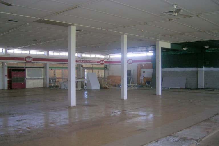 Manoora Shopping Plaza Manoora QLD 4870 - Image 2