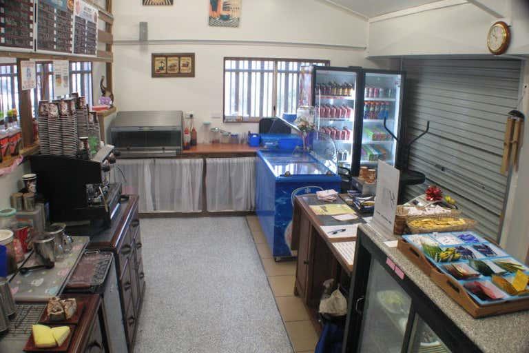 """""""Cool Breeze"""", 6 Pilbeam Drive Rockhampton City QLD 4700 - Image 2"""