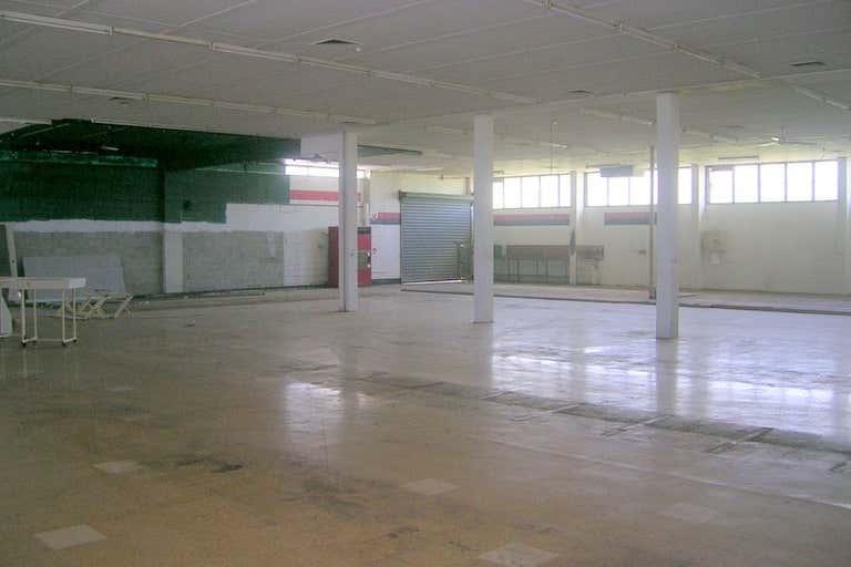 Manoora Shopping Plaza Manoora QLD 4870 - Image 3
