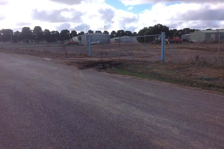 Section 427 Wake Road Cleve SA 5640 - Image 3