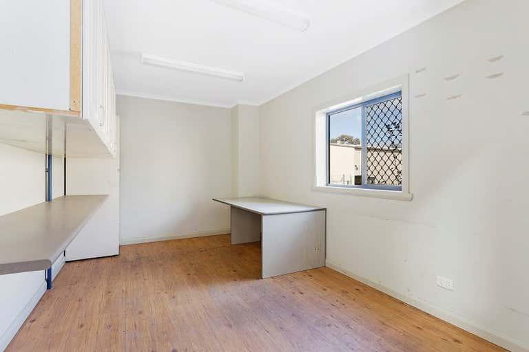 2 & 3, 18 Annette Crescent Lavington NSW 2641 - Image 4