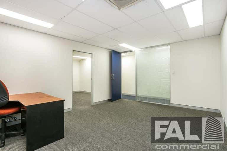 Suite  4, 92 Lincoln Street Oxley QLD 4075 - Image 2