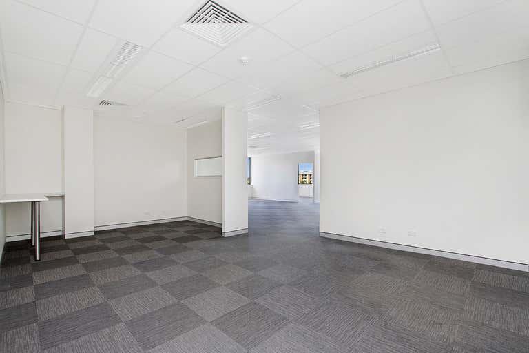 22 / 75 Wharf Street Tweed Heads NSW 2485 - Image 3