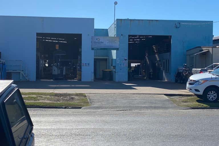 2/5 O'Loughlin Street North Mackay QLD 4740 - Image 1