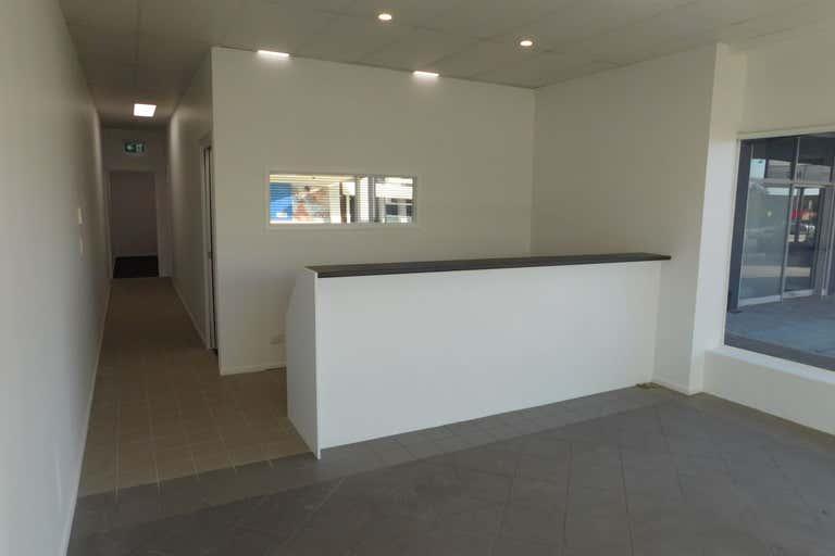 2/181 Bay Terrace Wynnum QLD 4178 - Image 4