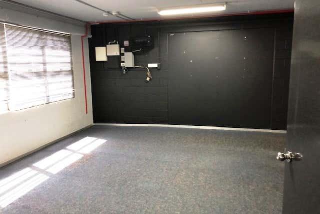4/9 Frinton Street Southport QLD 4215 - Image 3