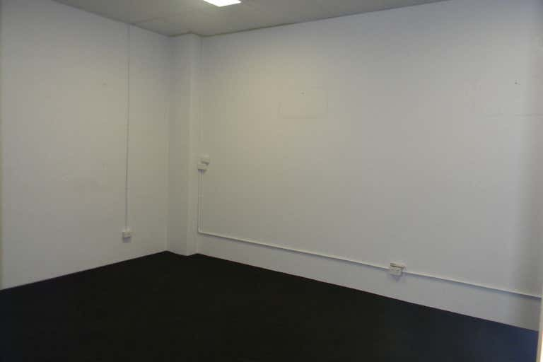 80m2 OFFICE BURLEIGH'S BEST VALUE - Image 4