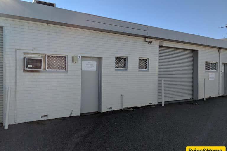7 / 20 Milford Street East Victoria Park WA 6101 - Image 1