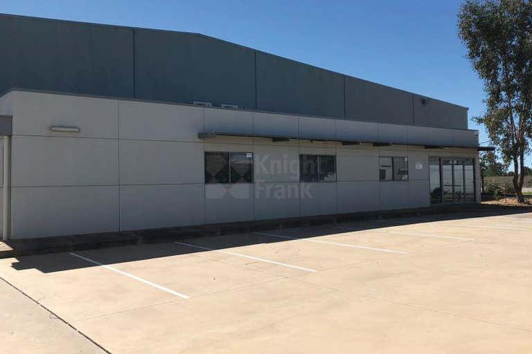 Unit 2, 4 Ball Place East Wagga Wagga NSW 2650 - Image 2