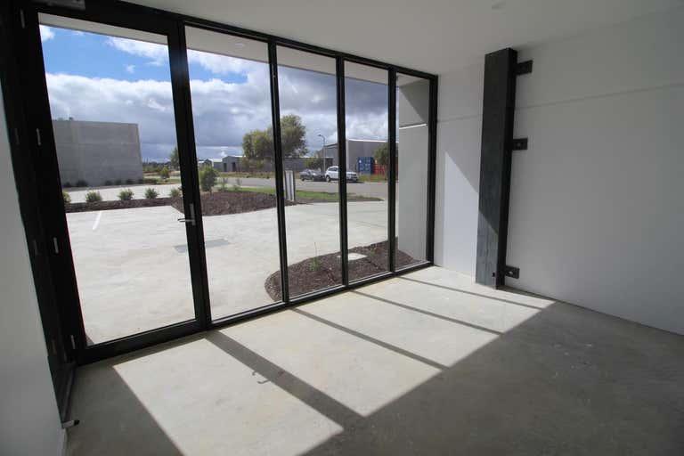 1/22 Selkirk Drive Ballarat North VIC 3350 - Image 3
