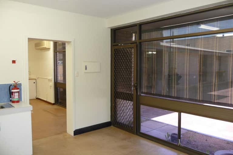 sholl house, Level grnd, 1/21 Sholl Street Mandurah WA 6210 - Image 2