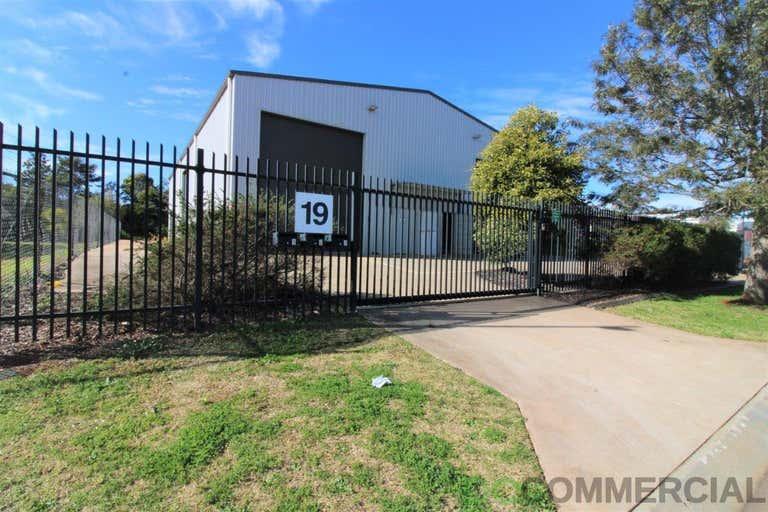 2/19 Croft Crescent Harristown QLD 4350 - Image 4