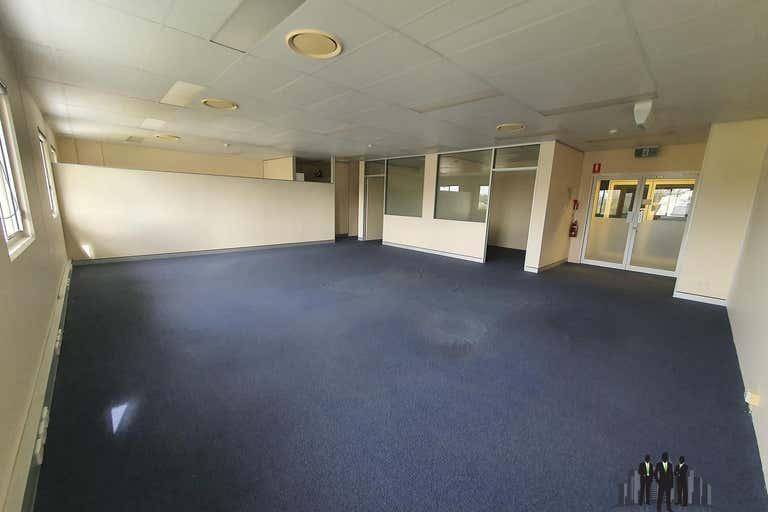 3/3-5 Jockers St Strathpine QLD 4500 - Image 2