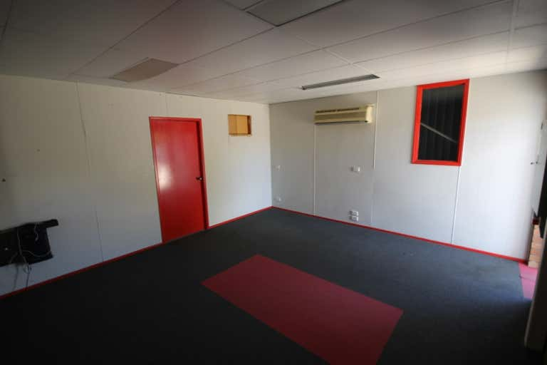 Unit 2, 76 Andrew Street Wynnum QLD 4178 - Image 2