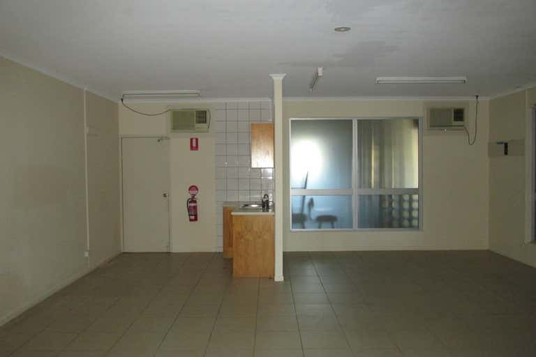 6 and 7/16 Bideford Street Torquay QLD 4655 - Image 2