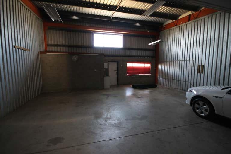 Unit 2, 76 Andrew Street Wynnum QLD 4178 - Image 3