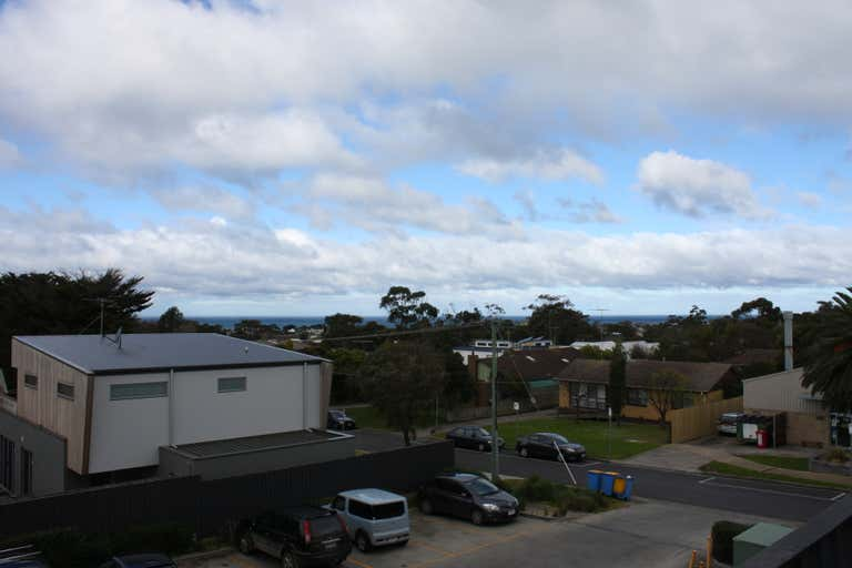 4/108-110 Surf Coast Highway Torquay VIC 3228 - Image 3