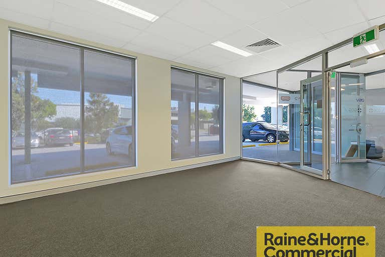 2/34 Navigator Place Hendra QLD 4011 - Image 2