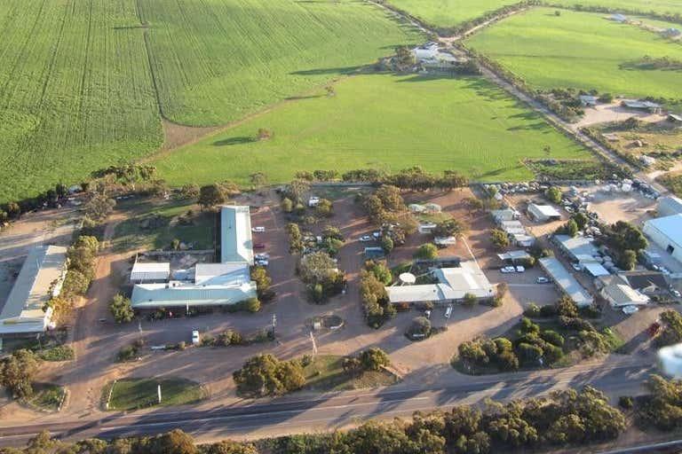 Gawler Ranges Motel & Caravan Park, 72-80 Eyre Highway Wudinna SA 5652 - Image 1