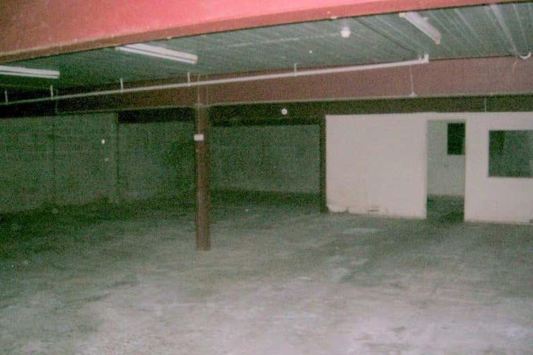 Manoora Shopping Plaza Manoora QLD 4870 - Image 4