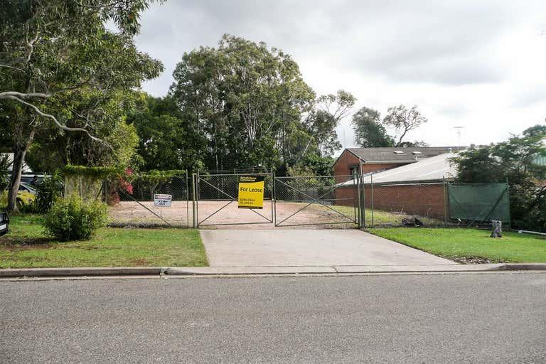 (L) Tenancy 3, Fenced Yard - 15 Merrigal Road Port Macquarie NSW 2444 - Image 2