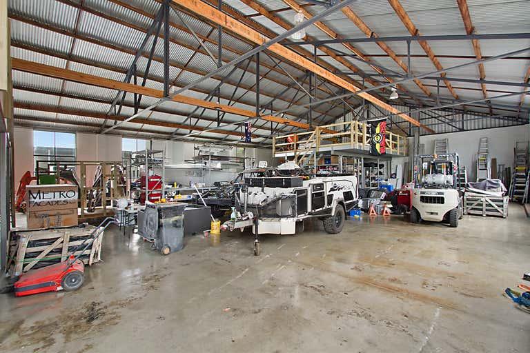 21 Ern Harley Drive Burleigh Heads QLD 4220 - Image 2