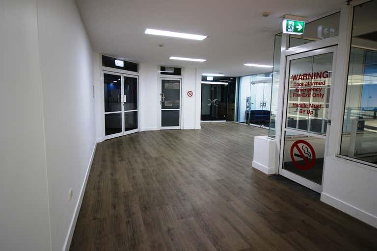 B4/58 Lake Street Cairns City QLD 4870 - Image 3