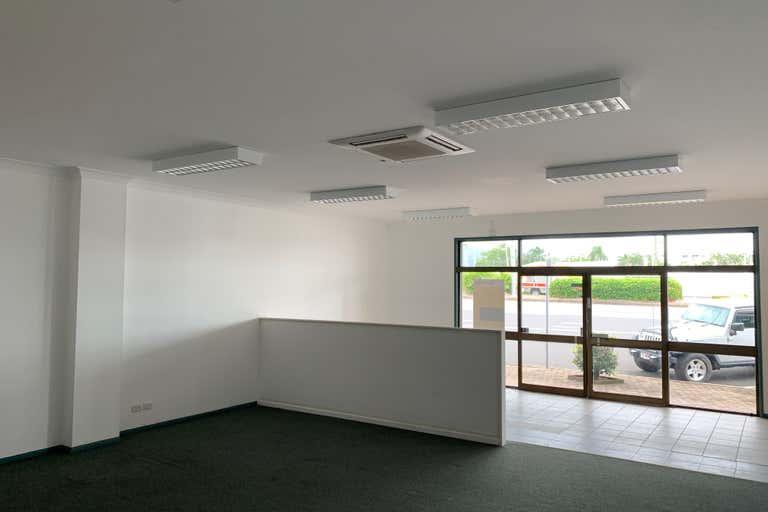1/214 Mulgrave Road Westcourt QLD 4870 - Image 3