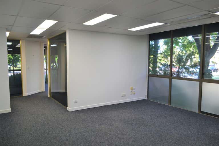 2/142 Bundall Road Bundall QLD 4217 - Image 1
