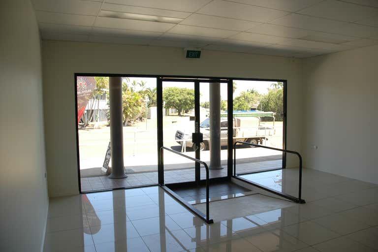 2/106 Maryborough Bundaberg South QLD 4670 - Image 1