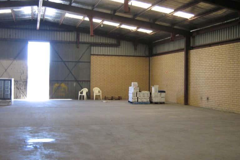 4/9 Pilbara Rd Welshpool WA 6106 - Image 3