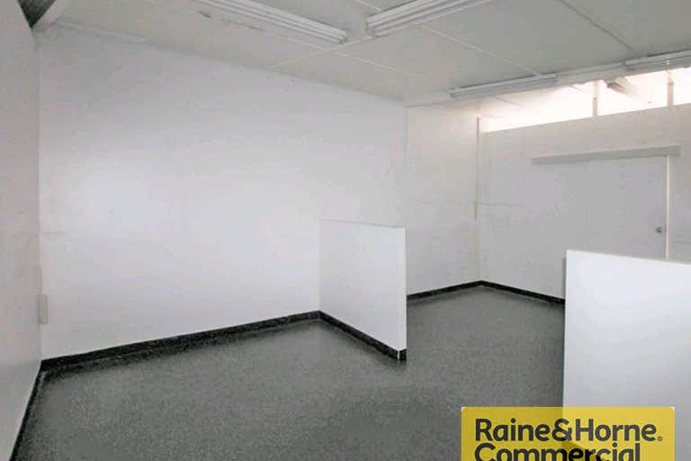 1/720 Gympie Road Chermside QLD 4032 - Image 3