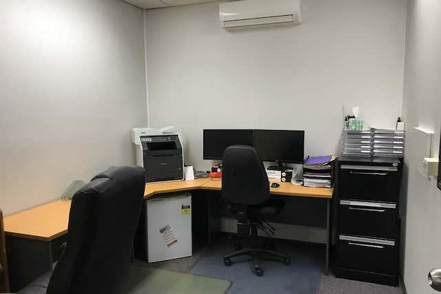 Ground floor, 5 Woolcock Street Hyde Park QLD 4812 - Image 3