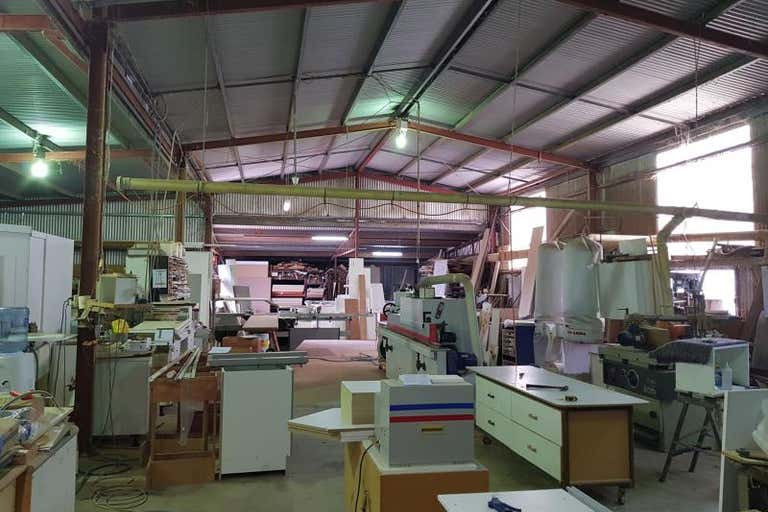 5 Macquarie Drive Narromine NSW 2821 - Image 2