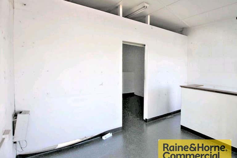 1/720 Gympie Road Chermside QLD 4032 - Image 2