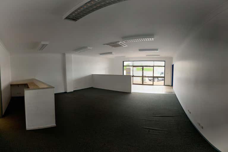 1/214 Mulgrave Road Westcourt QLD 4870 - Image 4