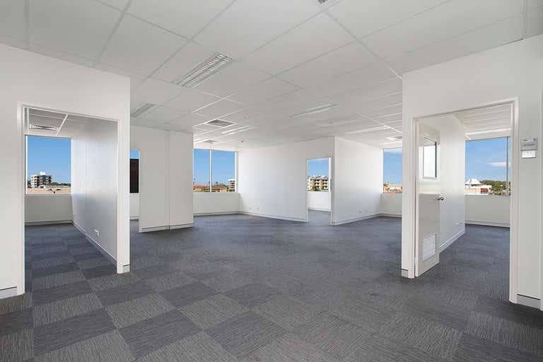 22 / 75 Wharf Street Tweed Heads NSW 2485 - Image 2
