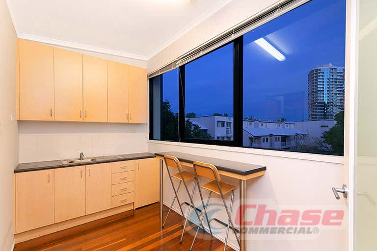 1/46 Wharf Street Kangaroo Point QLD 4169 - Image 3