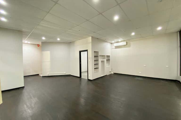 Shop 11, Lachlan Court, 100 George St Windsor NSW 2756 - Image 3