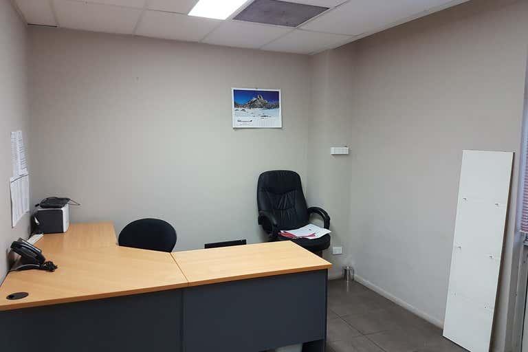 1/33 Goondoon Street Gladstone Central QLD 4680 - Image 4