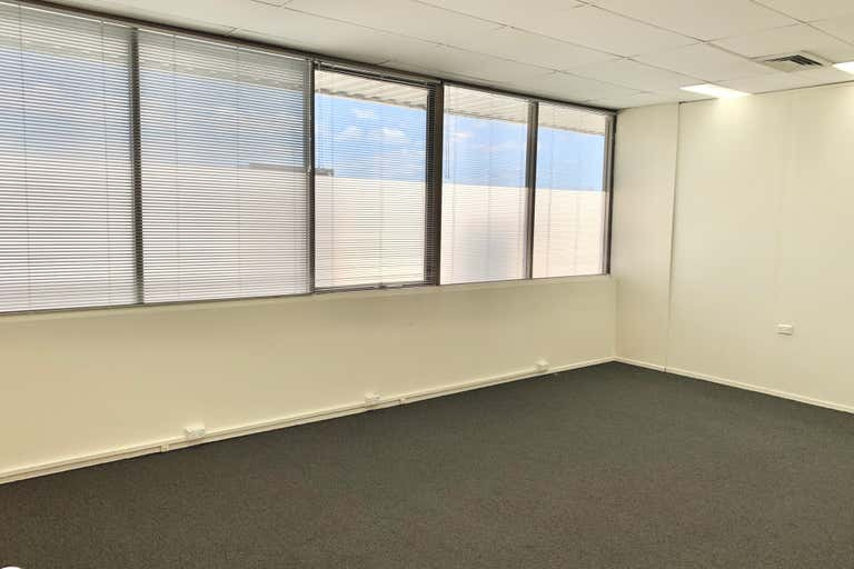 Suite 5/126 Scarborough Street Southport QLD 4215 - Image 2