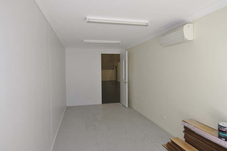 Unit 8, 72- 78 Crocodile Crescent Mount St John QLD 4818 - Image 4