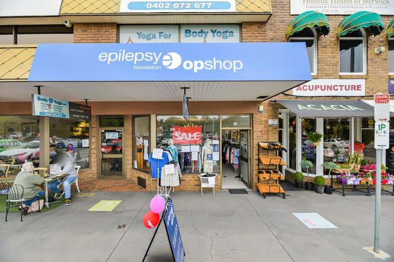 Shop, 15 Blackburne Square Berwick VIC 3806 - Image 1