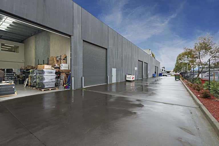 7/42 Sabre Drive Port Melbourne VIC 3207 - Image 2