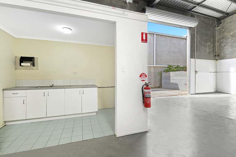 4/8 Gibbs St Arundel QLD 4214 - Image 2