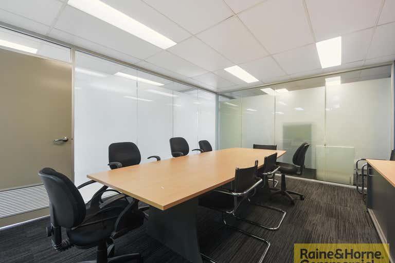 2/27 Parkview Street Milton QLD 4064 - Image 2
