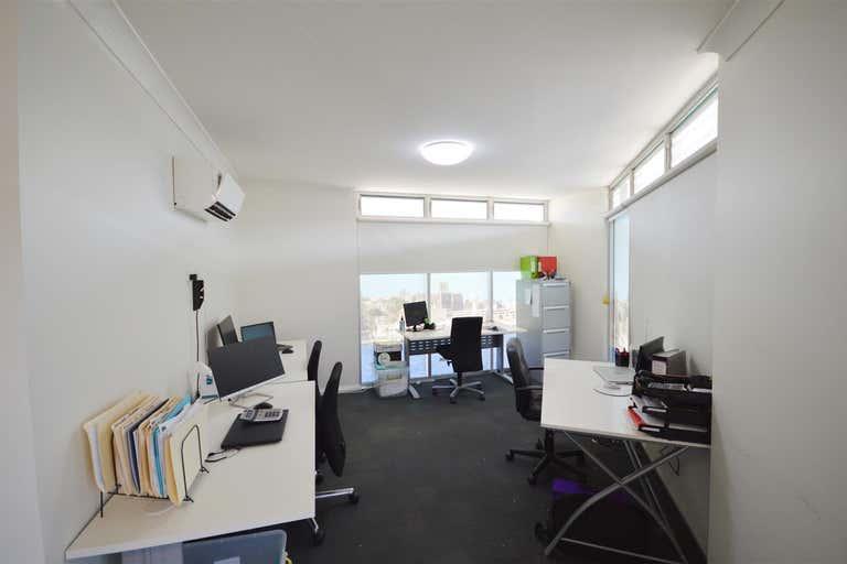 1/11 Hanbury Street Mayfield NSW 2304 - Image 2