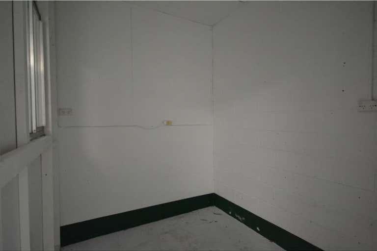 Unit 2/2 Stradbroke Street Rockville QLD 4350 - Image 3